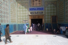 DSC_1396-Mazar-e-Sharif-tomb-of-Ali-Westerners-not-welcome