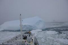 P1000897-Zwaar-pakijs-en-ijsbergen-bij-Trinity-Peninsula