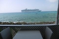 P1010038-Cruiseships-on-Grand-Cayman