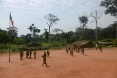 P1000199-Voetbal-op-het-dorpspleintje