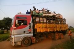 P1000214-Enyellé-camion-uit-Bangui-op-weg-naar-Brazzaville