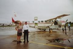 IMG_3300-Georgetown-met-piloot-van-Transguyana-voor-vlucht-naar-Anai
