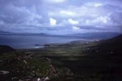 1_53-37-Caherdaniel-Kerry-Coomakista-met-zicht-op-Waterville