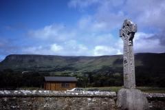 55-36-Drumcliff-Sligo-Yeats-County-highcross-en-Benbulben