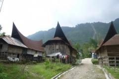 P1060847-Typisch-Sumatraans-dorpje-op-Samosir-eiland