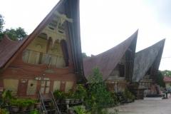 P1060869-Tomok-old-Batak-houses