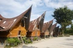 P1060913-Ambarita-gemeenschapshuizen