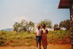 IMG_3657-Kinderen-bij-het-winkeltje-van-Ha-Mphatsi
