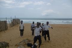 P1010137-Schooljongens-op-South-Beach-Monrovia