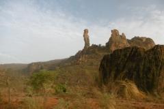 P1000505-Bijzondere-rotsformaties-bij-grens-Guinee
