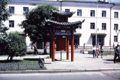 38-28-Ulaanbatar-siergebedsmolen-op-Peace-Avenue