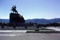 39-05-Ulaanbatar-standbeeld-van-Suhbaatar-en-Bogd-Uul