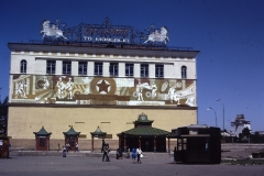 39-06-Ulaanbatar-muurschilderij-en-kiosken