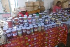 P1010382-Honing-op-markt-Port-Mathurin