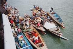 IMG_3558-Verkopers-bij-grote-boot