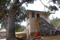 P1000761-Oud-koloniaal-huis-nu-politiekantoor