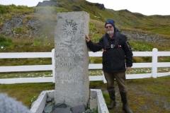 P1010231-Bij-het-graf-van-Shackleton